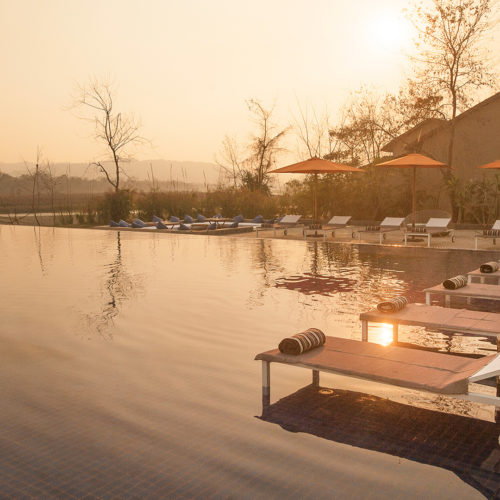 meghauli-serai-pool-at-sunset