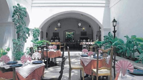 greaves_hotel_de_lorient_courtyard