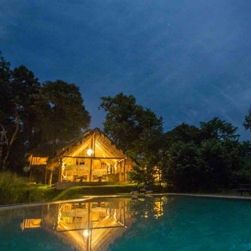 gal-oya-lodge-at-night