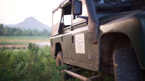 gal-oya-lodge-jeep
