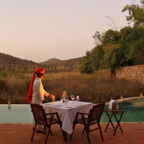 jawai-leopard-camp-dinner-infront-of-pool