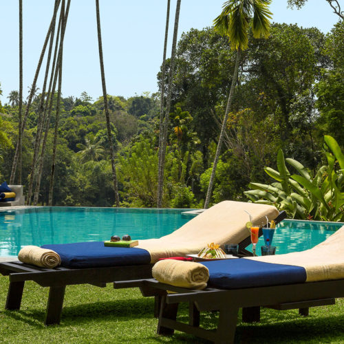 kandy-house-cocktails-infront-of-pool