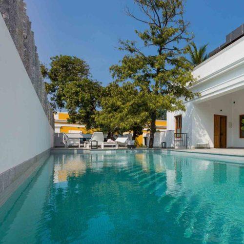 la-villa-pool-view