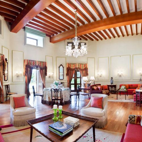 taj-falaknuma-palace-sitting-room
